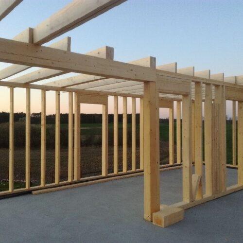 Kwestie, które interesują inwestorów kupujących drewno konstrukcyjne
